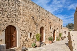 discover-the-hotel-kapsaliana-village-